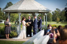 Wedding photos taken at Glen Oak in Amherst, NY by wedding photographer Jessica Ahrens.